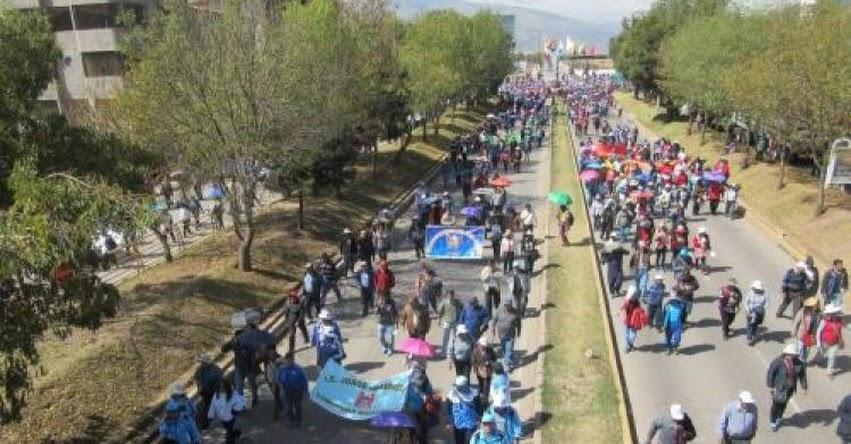 MINEDU revisa demandas con docentes de regiones en huelga