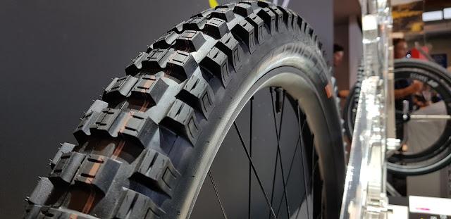 Der eMTB-Reifen Eddy Current ist in verschiedenen Laufradgrößen und Breiten erhältlich.