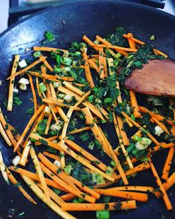 Stir fry de noodles de arroz