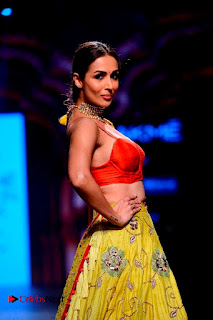 Bollywood Actress Malaika Arora Khan Walks on Ramp at LFW Summer 2017  0013.jpg