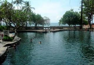 http://www.teluklove.com/2017/01/daya-tarik-objek-wisata-kolam-renang_25.html