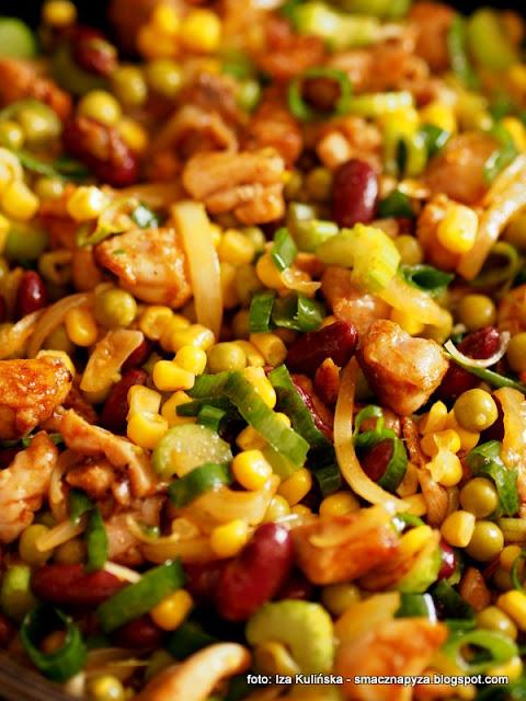 zapiekanka ryzowa z kurczakiem i warzywami, ryz, warzywa konserwowe, warzywa z puszki, groszek konserwowy, kukurydza konserwowa, obiad