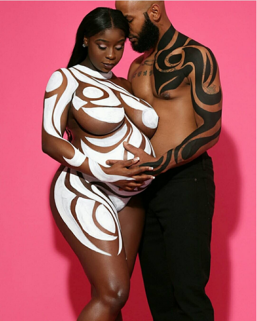 Viral-couples-nude-maternity-shoot-1