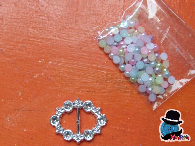 fibbia con perle
