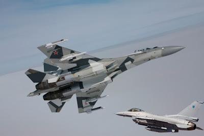 Menegangkan, Jet Tempur Su-27 Rusia Cegat Pesawat Pengintai Angkatan Udara AS