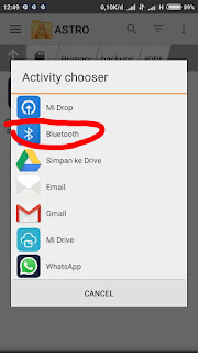 Pilih option bluetooth untuk mengirim file apk lewat bluetooth