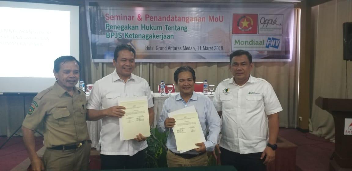 Foto bersama usai MOU antara Serikat Buruh Perkebunan dengan BPJS Ketenagakerjaan di Medan
