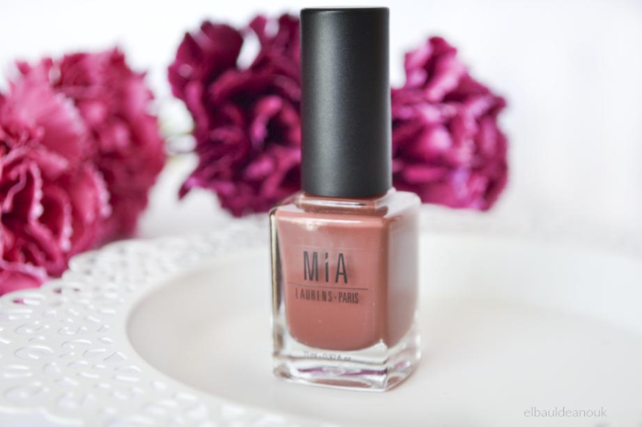 Mia Cosmetics | 5 días de manicura intacta - El baúl de Anouk
