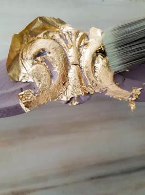 Επιχρύσωση καρέκλας με φύλλα χρυσού 10 Annie Sloan Greece
