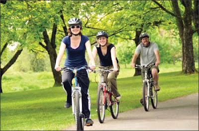 bài tập gym giảm cân hiệu quả cho nữ- Đạp xe
