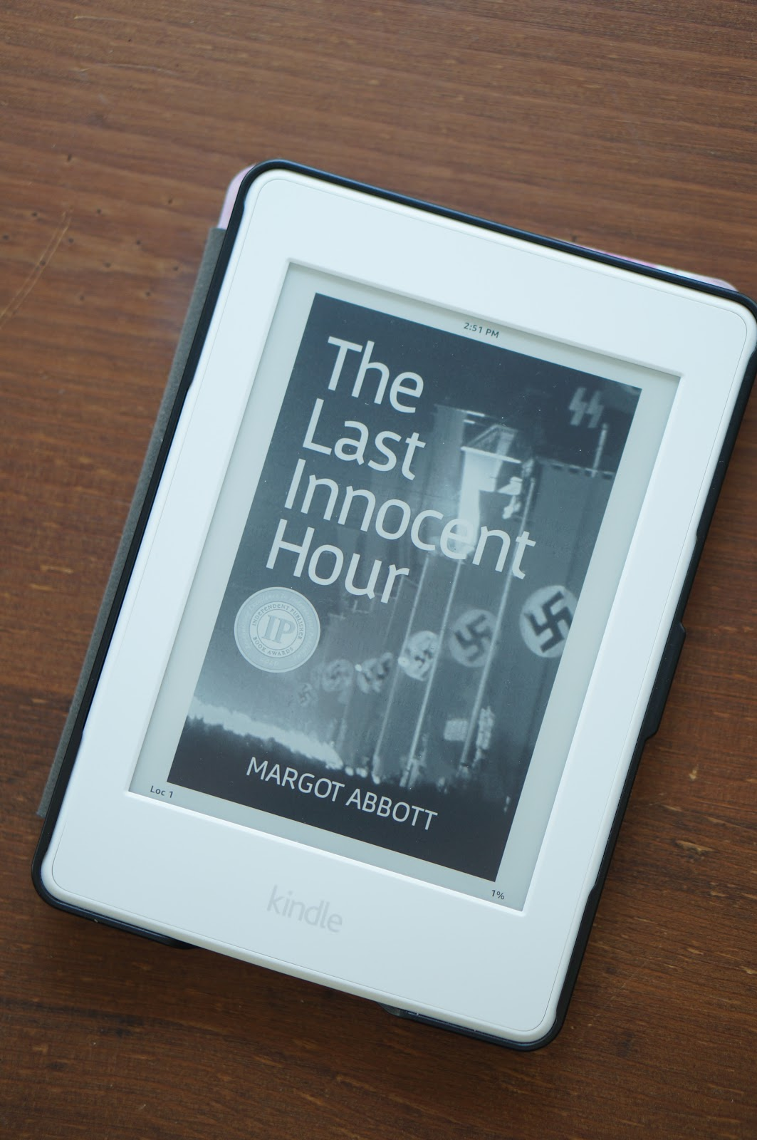 North Carolina style blogger Rebecca Lately shares a review of The Last Innocent Hour by Margot Abott.  Check out this sweeping historical fiction!