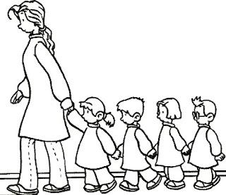Primer día de clase (Profesora llevando a sus alumnos al aula)
