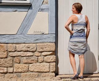 https://faelckchen.de/wie-aus-omas-alter-tischdecke-und-kuechenfliesen-ein-lieblingskleid-wurde/