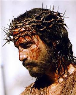 Jim Caviezel interpretando a Jesús en película La Pasión de Cristo