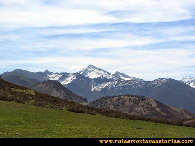 Ruta Retriñon: Desde Vega Valencia, vista del Torres y Toneo