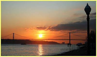Puesta de sol sobre el Puente 25 de abril