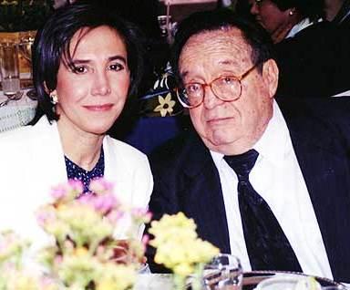 Foto de Roberto Gómez Bolaños y su esposa muy elegante