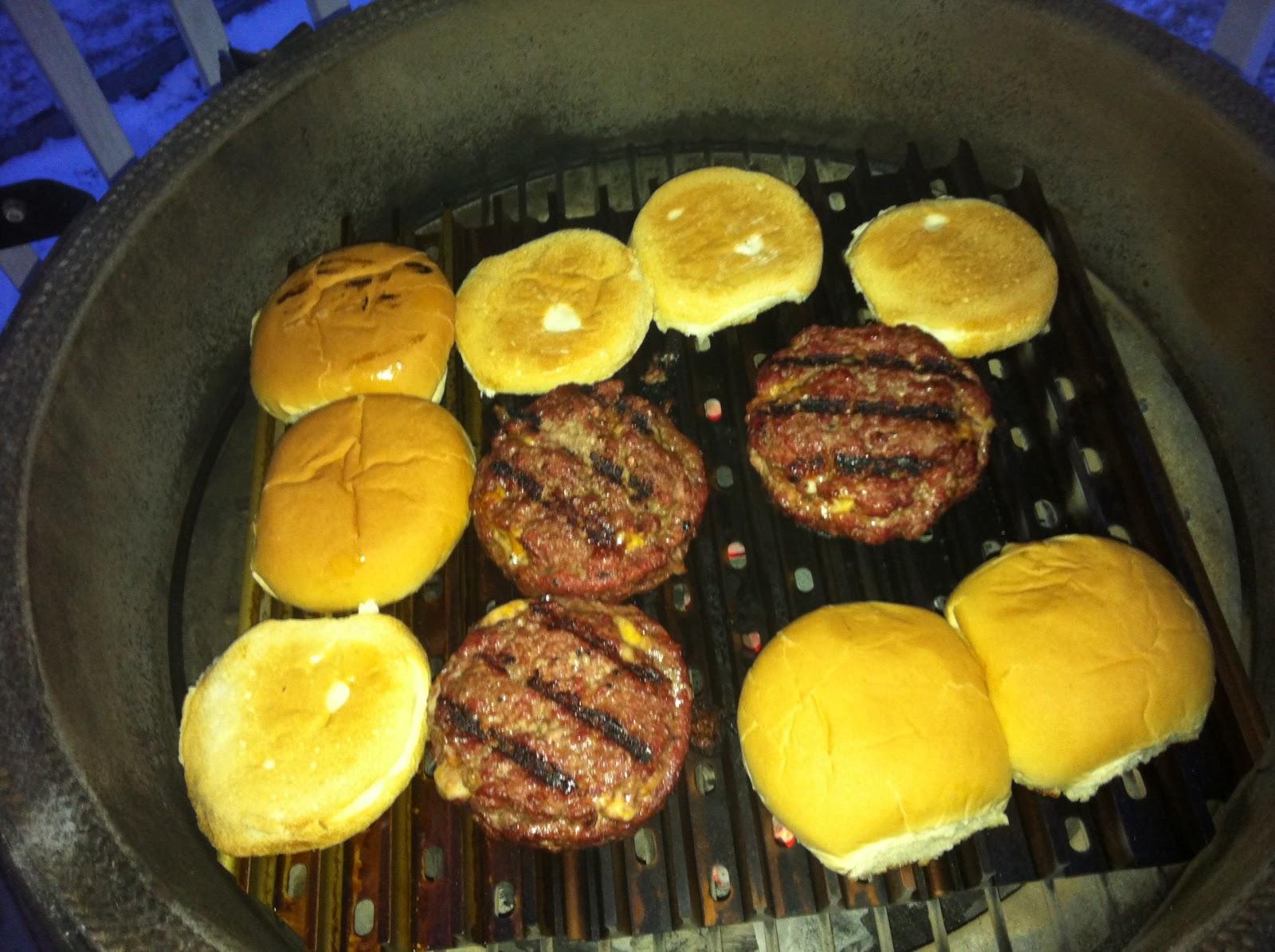 hrm creative bbq stuff hanburgers on the big green egg