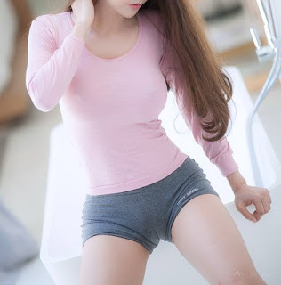 bonita chica asiatica ropa entallada
