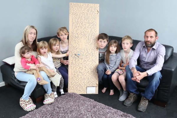 The family of this girl who passed away has found a mirror on her bedroom! What was written at the back shocked them!