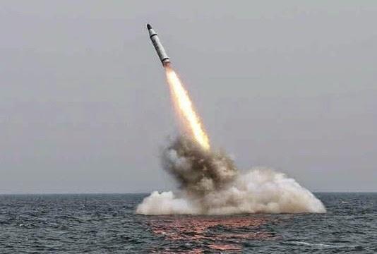 Coreia do Norte testa mísseis balísticos submarinos