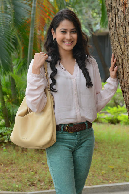 Panchi Bora Latest Hot Glamourous PhotoShoot Images At Evaru Movie Press Meet