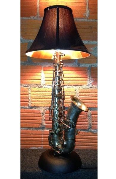 Lampu dari saxophone ini didesain oleh Dan Leap.