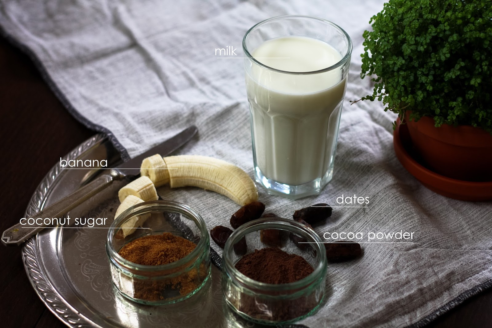 Date smoothie simple recipe