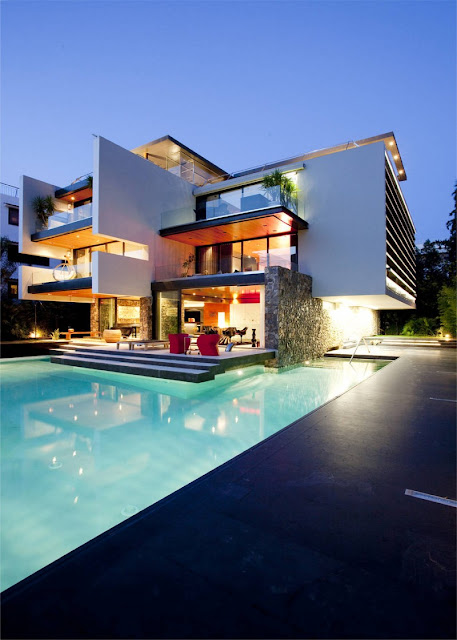 Picture of modern south European modern house as seen from the pool area