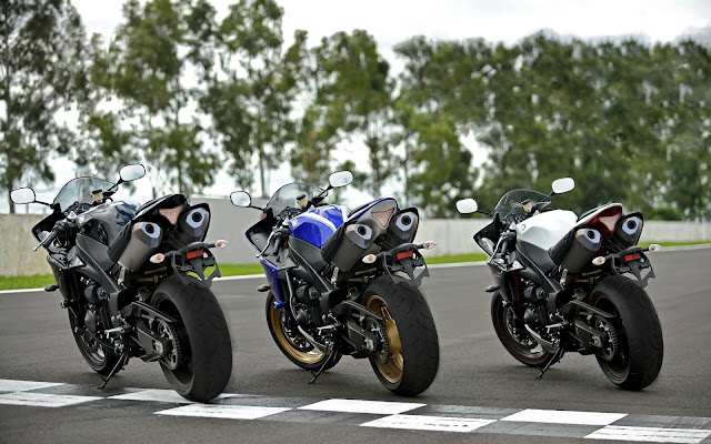 Yamaha YZF-R1 tail look,back look,exhaust pics