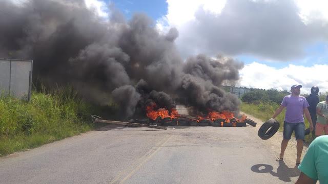 População de Sairé promove protesto em apoio aos caminhoneiros