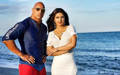 Dwayne Johnson şi Priyanka Chopra în filmul Baywatch 2017