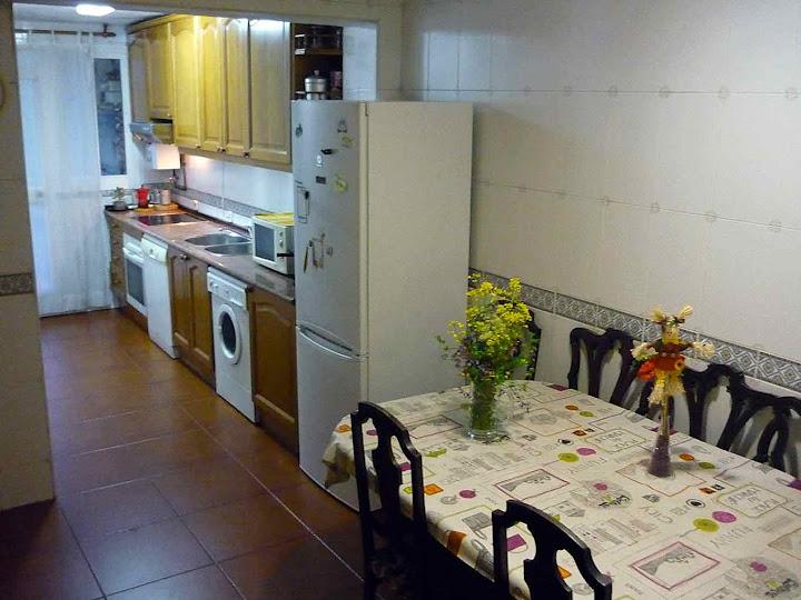 Gran cocina y comedor anexo en amplio piso del Parque de Lisboa (Alcorcón) Habitaciones en Alquiler en Madrid. Casa totalmente equipada