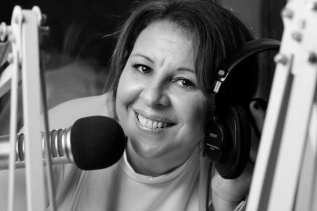"""A jornalista Miriam Ramos, produtora e apresentadora do programa """"Abrace Uma Carreira"""", da USP FM (Foto: Divulgação)"""
