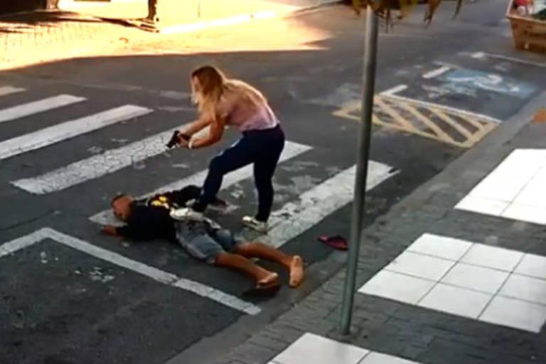 Mãe que matou bandido é critica da por jornalistas militantes e esquerdistas na internet