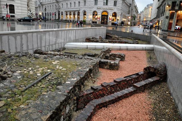 Okno archeologiczne we Wiedniu na Michaelerplatz