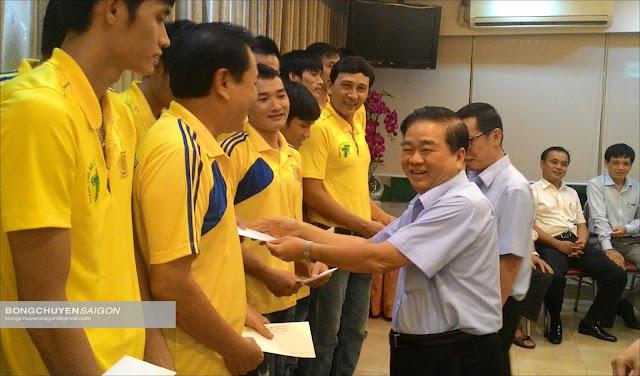 """Ông Nguyễn Xuân Hàn vẫn còn """"tình nghĩa"""" với bóng chuyền nam TPHCM!"""