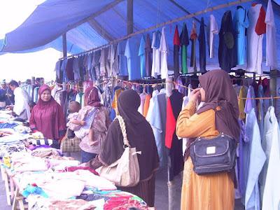 bazar pembagian pakaian gratis