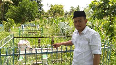 Presiden AMIWB Ziarah di Makam Hasdawati