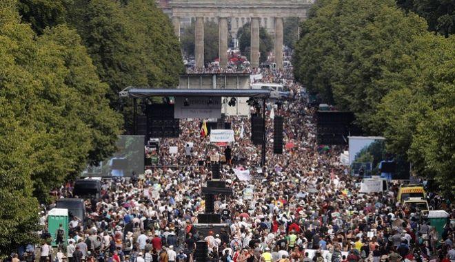 Γερμανία: Διαδήλωση συνωμοσιολόγων ακροδεξιών στο Βερολίνο γράφουν σε έγκυρη πηγή !