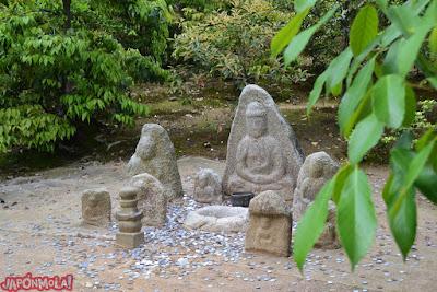 A sacar dinero a los turistas en el KinkakuJi