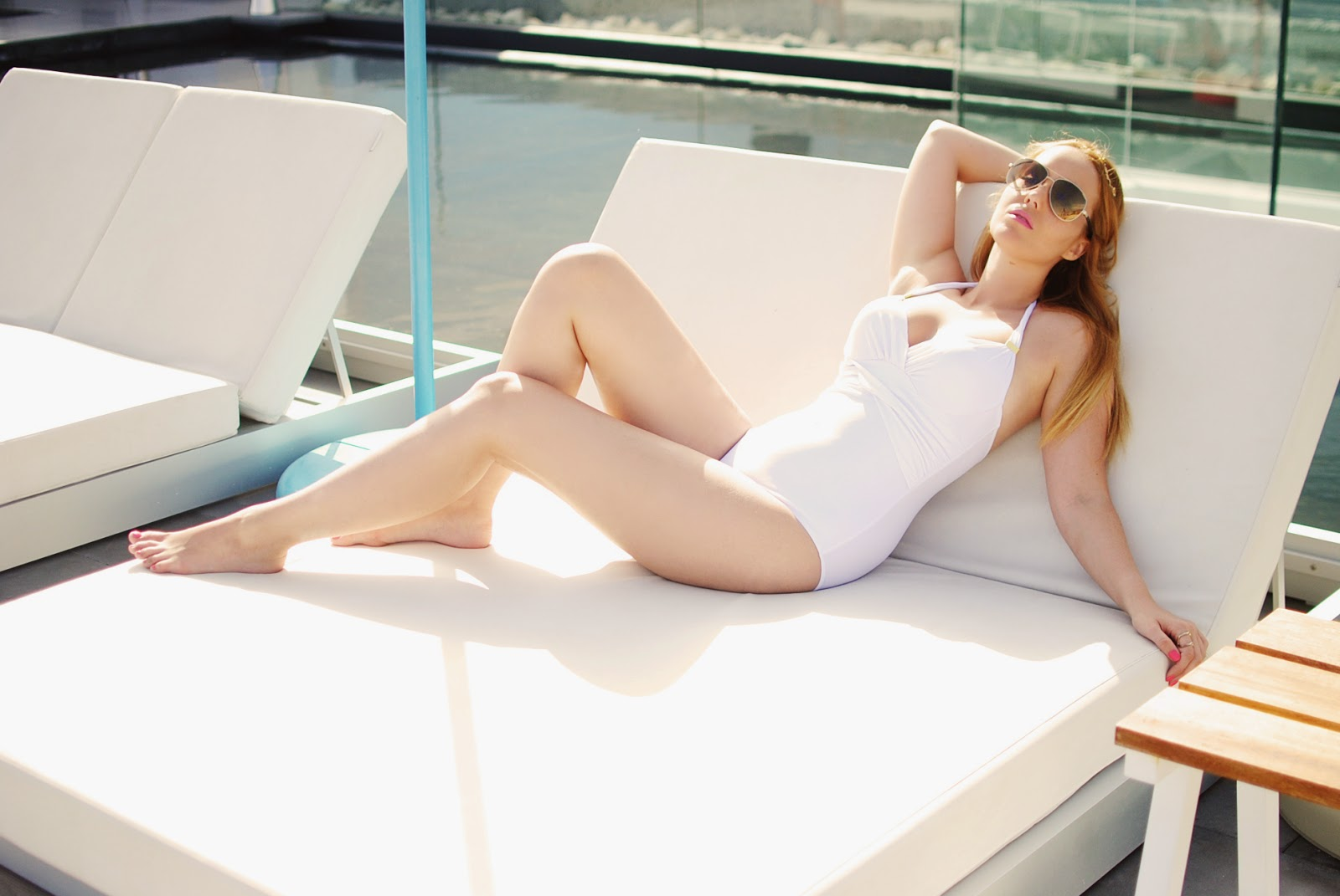 sensation of night, swimwear, bañador, nery hdez, blonde, gafas de espejo, sunglass junkie