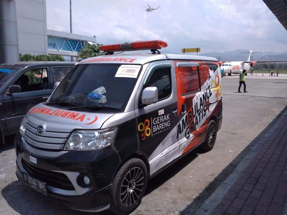 Ambulance Gerak Bareng Membantu Korban Kecelakaan di Palu