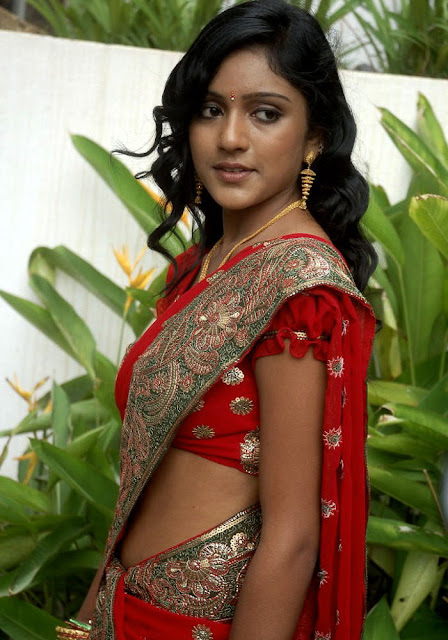 Beautiful Cute Romantic Wallpapers Tamil Actress Keerthi Latest Red Saree Pics Beautiful