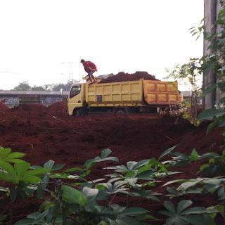 http://galianbasement.blogspot.co.id/2016/02/harga-urugan-tanah-merah-dump-truck.html