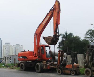 máy đào bánh lốp Doosan 210Wv