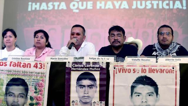 Padres de 43 rompen diálogo con Gobierno tras designación de Zerón