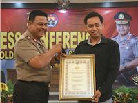 Kapolda Kalsel Beri Penghargaan dan HP Baru untuk Pengunggah Video Oknum Polisi Pungli