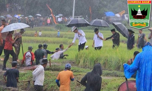 Gubernur Irwan Dampingi Presiden Jokowi Tinjau Proyek Padat Karya DI Pincuran Tujuh