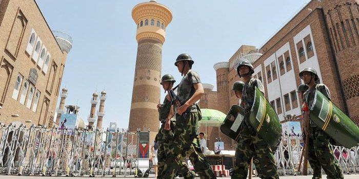 China Perketat Pengawasan Individu di Xinjiang